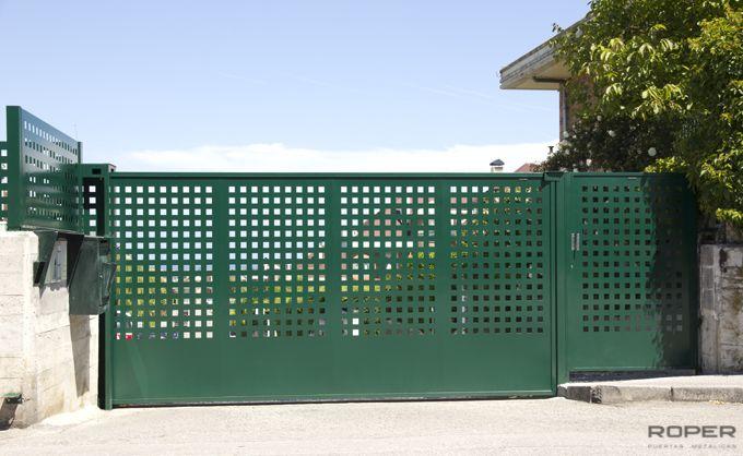 C mo pintar las puertas met licas for Puerta corredera exterior jardin