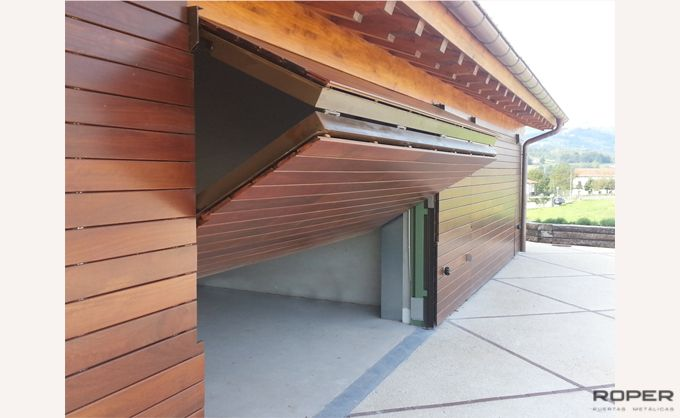 Puerta de Garaje Basculante 2 Hojas Residencial 4