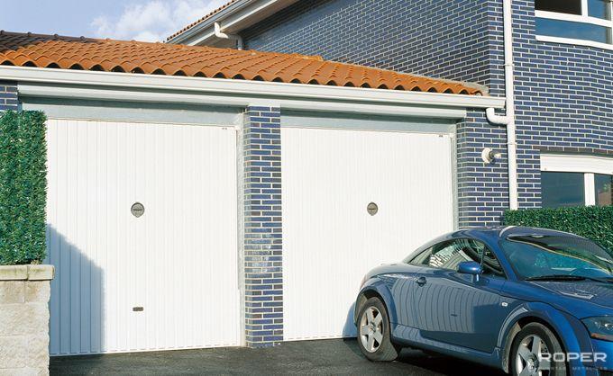 Puerta de garaje basculante residencial roper for Garajes modelos