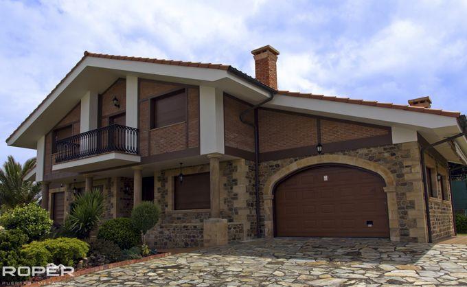 Puerta de garaje seccional residencial roper for Puerta garaje basculante precio