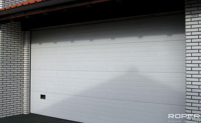 Puerta de Garaje Seccional Residencial 16