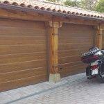 Puerta de garaje seccional en imiitación madera