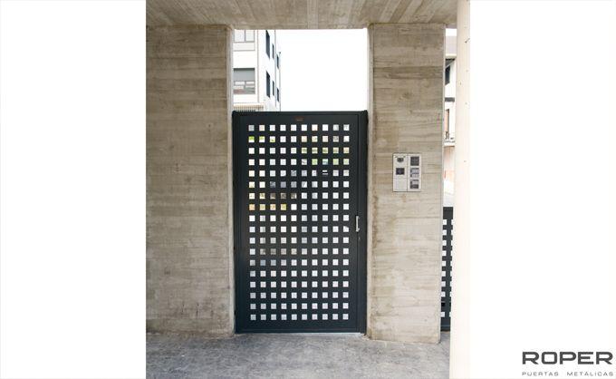 Puerta Peatonal 13