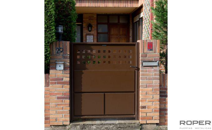 Puerta Peatonal 15