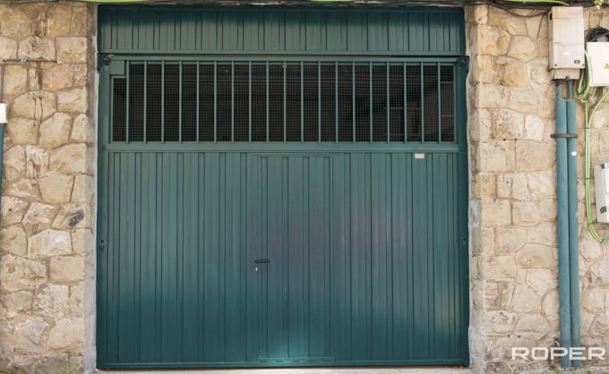 Puerta de Garaje Basculante 2 Hojas Comunitaria 8